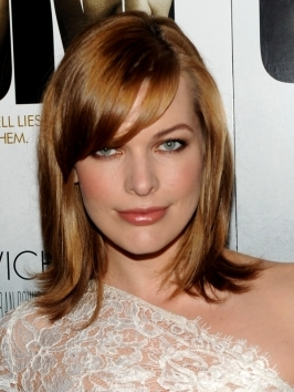 Milla Jovovich arrived to the 2012 Oscars with her chin-length bob styled with thick, sculpted waves that give off a romantic charm.