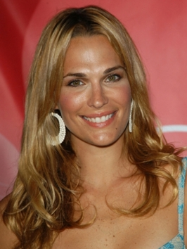 Molly Sims Beach Waves Hairstyle