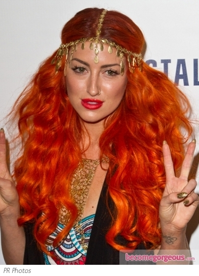Singer Neon Hitch hit up the Pepsi NFL Anthems Kickoff Eve with her red locks pulled up into a pin-up inspired rolled updo.