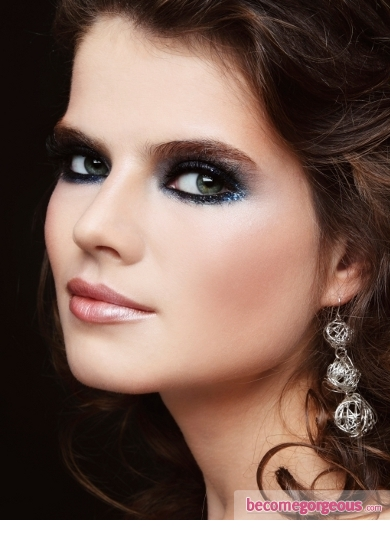 Pictures  New Years Party Makeup Ideas - Smoky Eyes Makeup With Blue Glitter