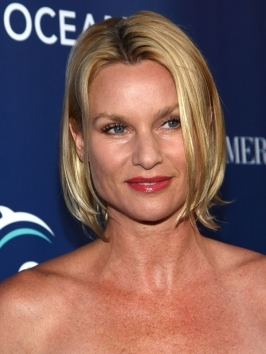 Nicolette Sheridan's new bob hairstyle features light layering and a pretty shade of blonde.