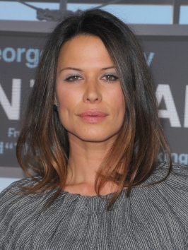"Rhona Mitra really turned heads with her long bob hairstyle at the ""Up In The Air"" premiere. The soft, touchable texture and subtle dip-dyed ends turn her bob into a winner."