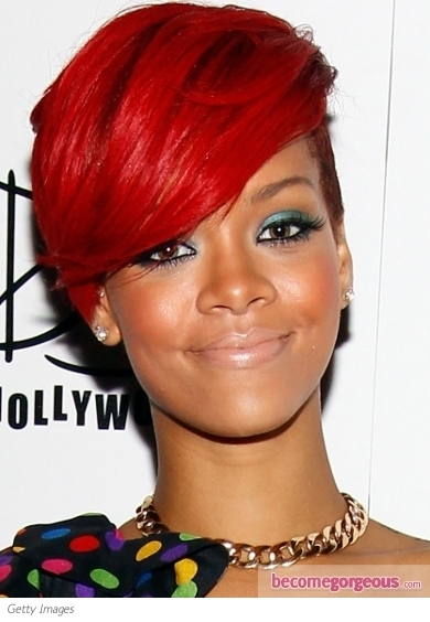 Rihanna brings out her features with this classic cat liner and red lip makeup combo. Defined eyebrows and luminous skin further enhance her beautiful features.