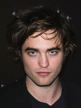 Robert Pattinson arrived to the Los Angeles premiere of New Moon with his hair worn slightly disheveled. A dab of wax or pomade can be used to get the bedhead look.