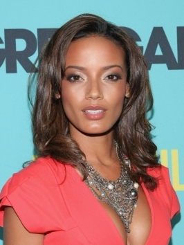 Selita Ebanks opted for touchable loose waves with a high-shine finish for the 2012 CFDA Fashion Awards. Her hair has been parted far in the back which allows one side to drape the face beautifully.