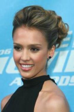 Jessica Alba hit the town with a stylish sleek side ponytail. In the back her hair has been woven into a French braid close to the scalp towards the base of the pony. The braiding adds the hairdo extra interest.