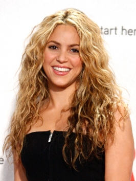 Shakira Long Nautral Wavy Hairstyle