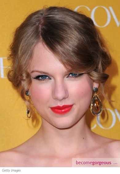Taylor Swift Bright Orange Lip Makeup