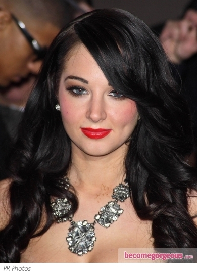 Tulisa rocks a low side ponytail that's perfect for day and night. Styled from a side part, her dark locks were styled for smooth curls then pulled to the side and secured.
