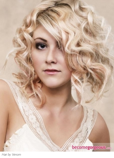 Chic Medium Loose Curly Hairstyle