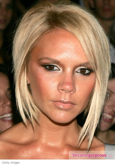 Posh is the perfect trailblazer when it comes to makeup trends. This time Victoria Beckham decided to awaken her wild side and sport a Goth glam dark eye makeup. Covering her lids with a profound and sultry shade gave her glimpse depth and prominence. Additionally she complemented her lips with a creamy nude pout.