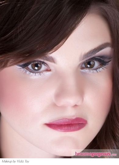 Voguish Cat Eye Makeup