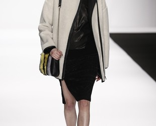 Parisienne chicness seems to have stood as inspiration for Rebecca Minkoff's fall 2014 RTW collection, so take a peek at the oh-so-wearable lineup, next!