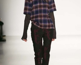 Richard Chai Love's fashion collection presented during the Fall 2014 NYFW packed a heavy dose of grunge/neo punk/vintage elements, so check out the result of the designer's vision of style, nest!