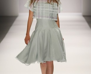 Stylish, sweet and feminine! Check out the new Tadashi Shoji spring 2014 collection presented during New York Fashion Week!