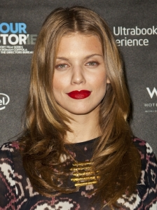 AnnaLynne McCord's Smooth Graduated Layers