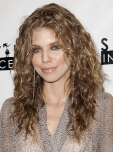 AnnaLynne McCord Beachy Curls Hairstyle