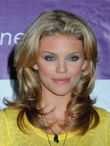 AnnaLynne McCord Smooth Layered Haircut