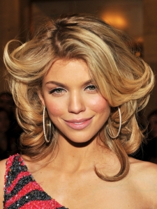 AnnaLynne McCord Loose Curly Hairstyle