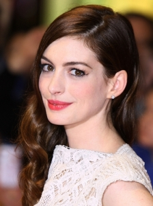 Anne Hathaway Retro Curls Hairstyle