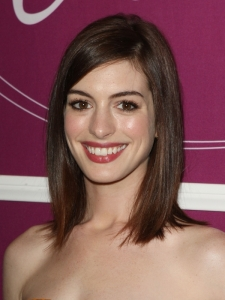 Anne Hathaway Long Bob Hairstyle