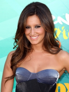 Ashley Tisdale Hairstyle at Teen Choice Awards 2009
