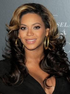 Beyonce Glam Curly Hairstyle