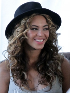 Beyonce Big Ringlet-Curls Hairstyle
