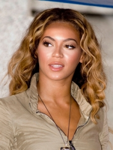 Beyonce's Casual Wavy Hairstyle