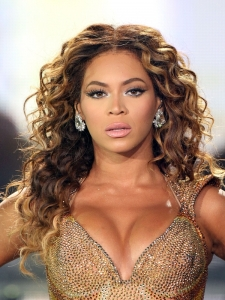 Beyonce Curly Hairstyle On Stage
