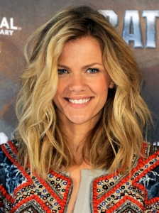 Brooklyn Decker's Wavy Tousled Long Bob
