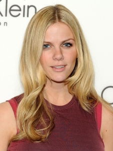 Brooklyn Decker Soft End-Curls Hairstyle