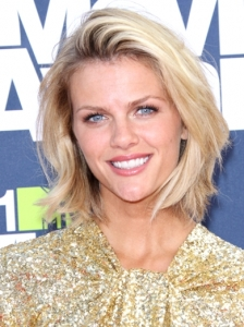 Brooklyn Decker Bob Hairstyle 2011 MTV Movie Awards