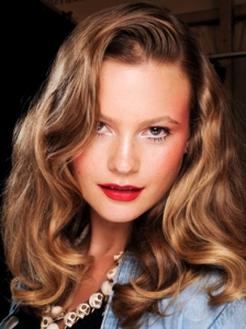 Brushed-Out Waves at Anna Sui