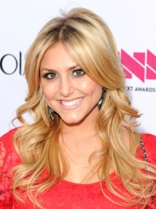 Cassie Scerbo Blonde Layered Hairstyle