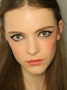 Chic Cat Eyes Makeup
