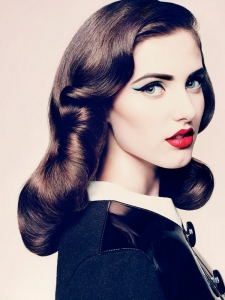 Medium Vintage Hairstyle Idea