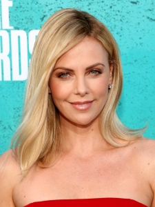 Charlize Theron's Side Part Hairstyle