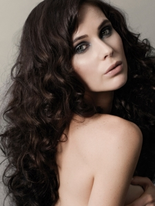 Super-Voluminous Curly Hair Style