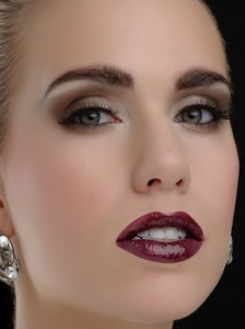 Voguish Dark Brown Smokey Eye Makeup