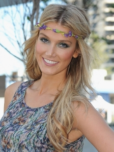 Delta Goodrem Boho Hairstyle with Headband