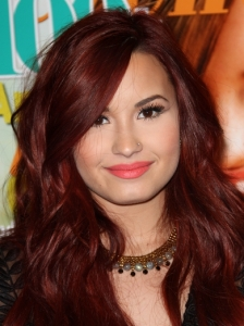 Demi Lovato Peach Coral Lip Makeup Look