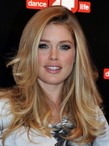 Doutzen Kroes Sexy Blowout Hairstyle
