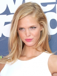 Erin Heatherton Hairstyle 2011 MTV Movie Awards
