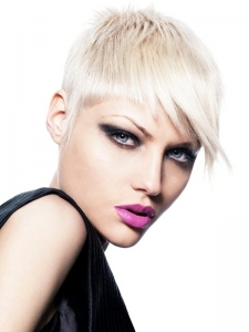 Chic Platinum Pixie Haircut