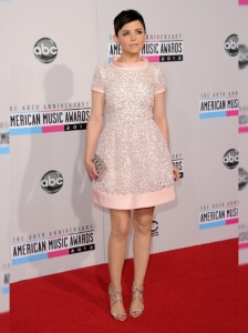 Ginnifer Goodwin in Oscar de la Renta at the 2012 AMAs