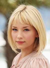 Haley Bennett Blonde Bob with Bangs Hairstyle