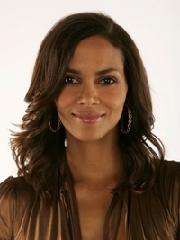 Halle Berry's Layered Wavy Hairstyle