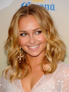 Hayden Panettiere's Loose Curly Hairstyle