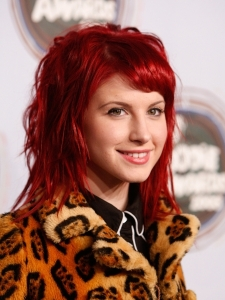 Hayley William's Wavy Hairstyle